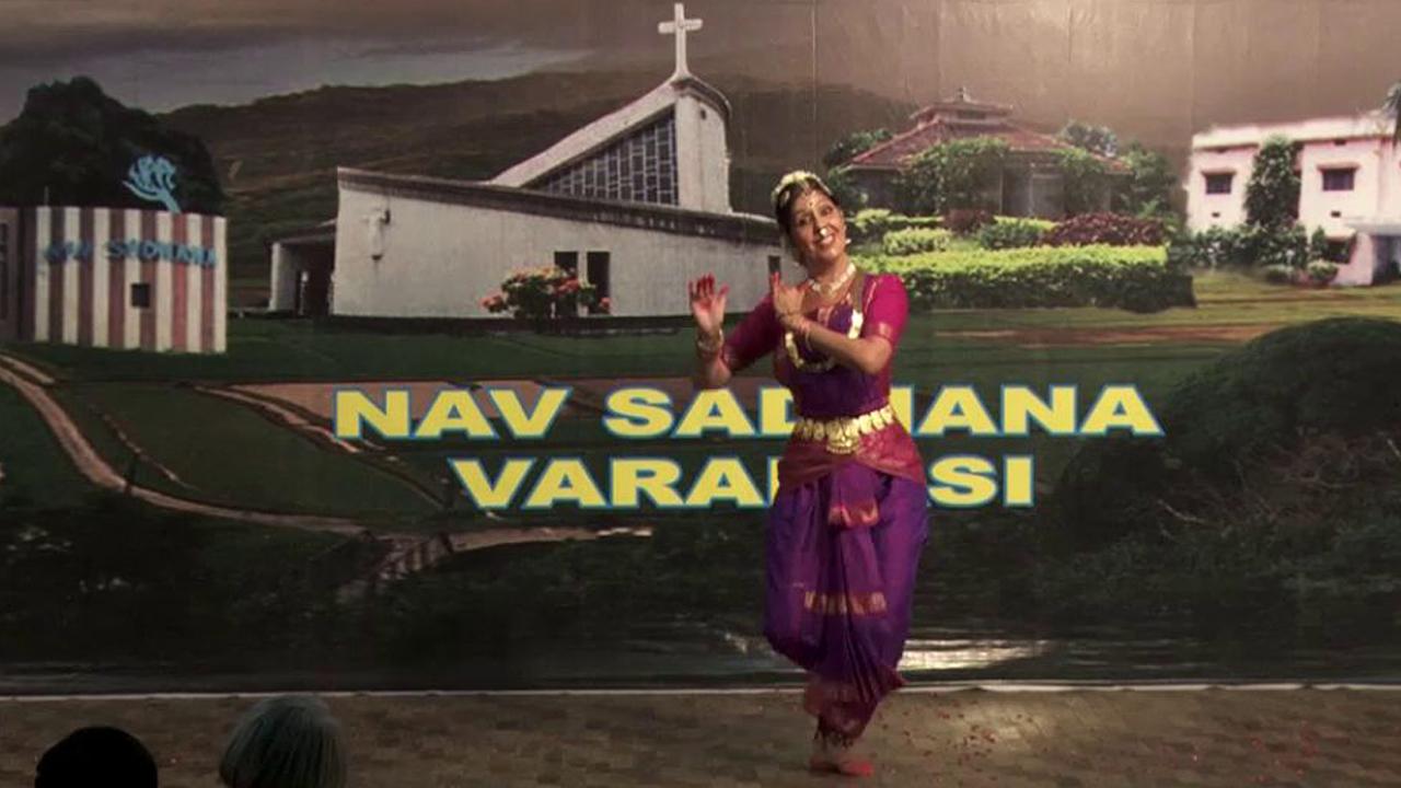 Tanzveranstaltung: College of Music and Dance, NAV SADHANA, Varanasi, Nord-Indien, im Auftrag der Robert Bosch Stiftung, Okt. 2010 und in Zusammenarbeit mit dem Ostalb-Gymnasium Bopfingen